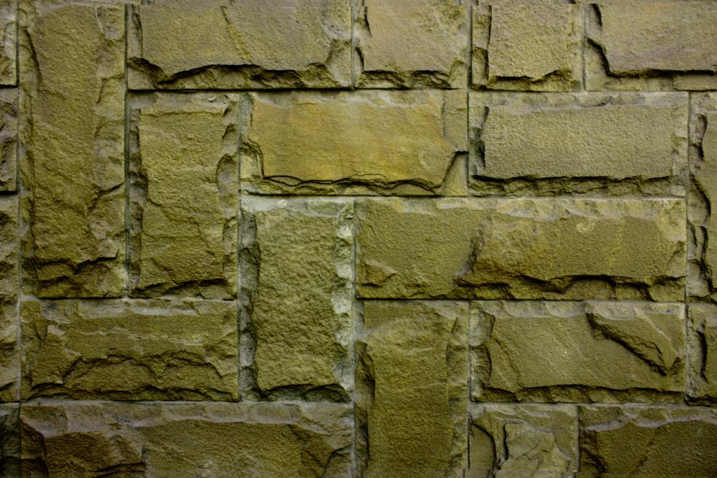 Grünspan auf Steinen beseitigen