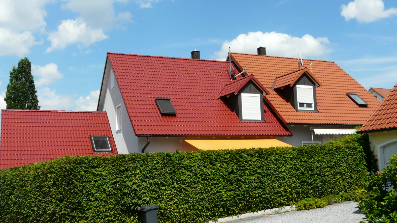 Dachbeschichtung Arbeit der Dachbeschichtungsfirma Bauko Robert Demmelmair Vorher und Nachher