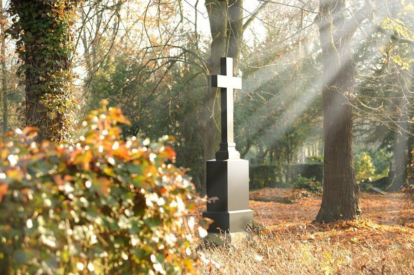 Grabstein am Friedhof Perlacher Forst